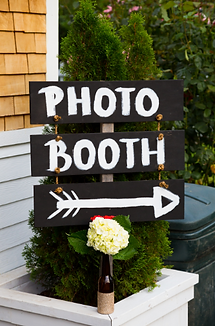 photo booth this way sign