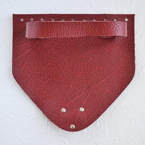 Кожаный клапан треугольный (текстурный красный)