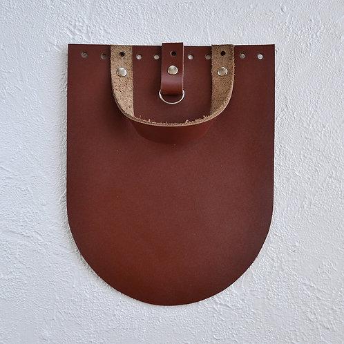 Кожаный клапан для рюкзака (коньяк)