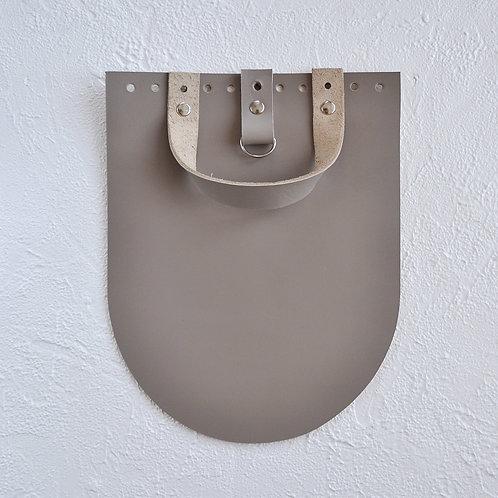Кожаный клапан для рюкзака (капучино)