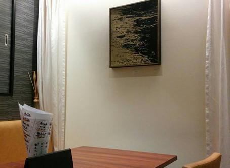 所属アーティストの仲尾政伸さんと金田奈美さんの作品展示