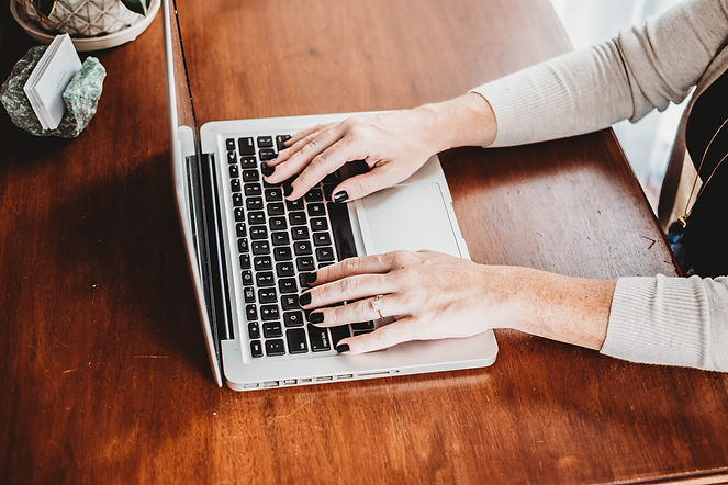 annie lucid typing on laptop | brand photography by colby maria photography