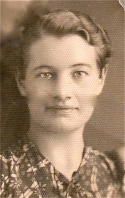 002 Zosia age 20 in Teheran 1942 VI 15