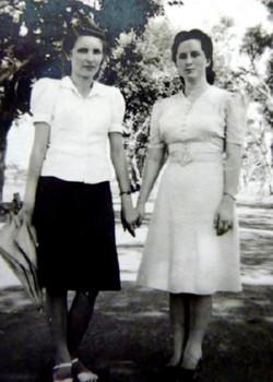 09 Hela and Sabina Marchewska in Valivade