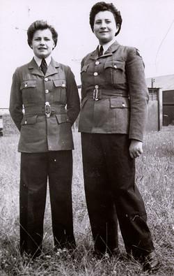 05 1945 WAAF Makowska and friend