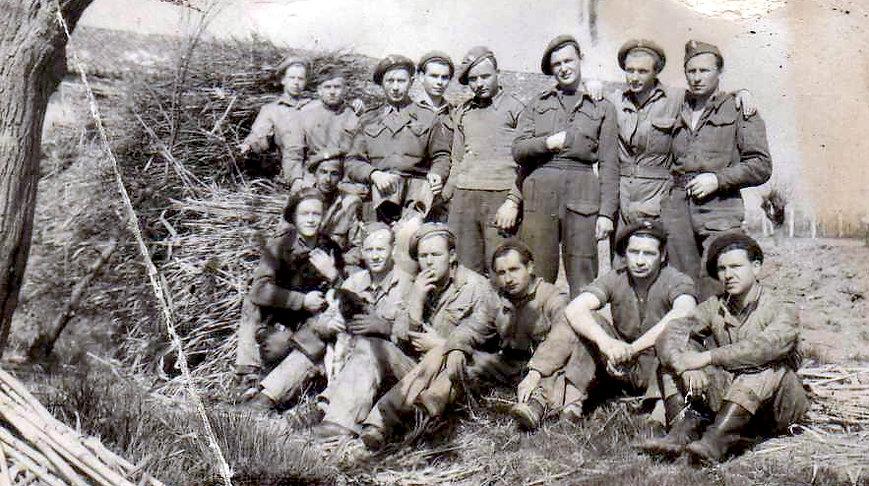 03 Polish soldiers at Harvest work_Edwar