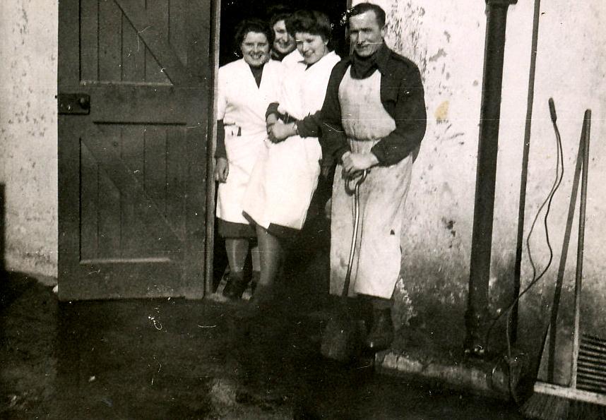 WAAFs helping in base kitchen 3