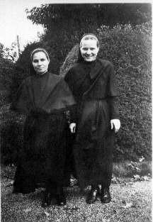 Aniela and Stanislawa in Rongai Kenya c1946