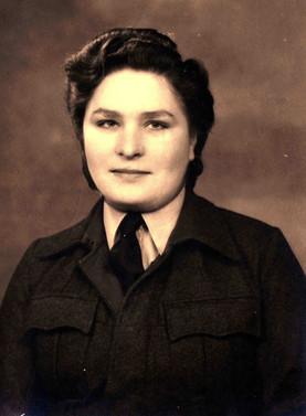 Julia as WAAF in UK 1944