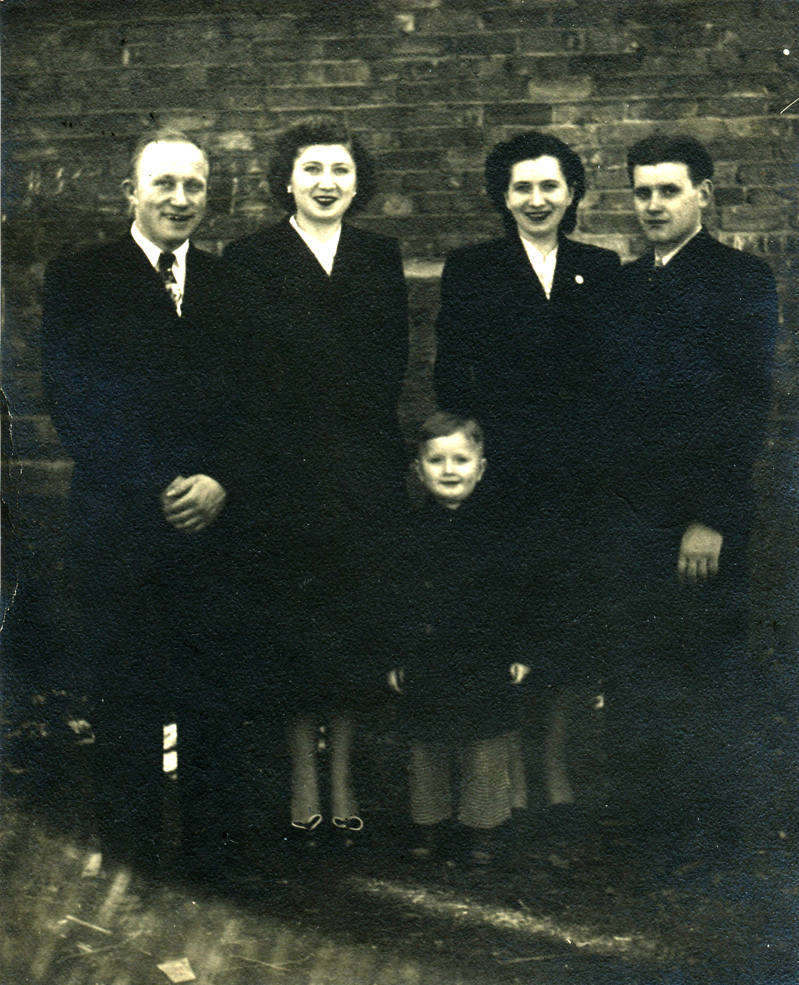 13 Makowski family in Canada c1950