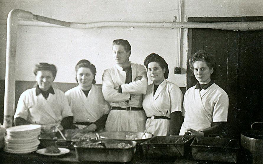 WAAFs helping in base kitchen 2
