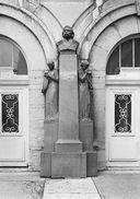 Monument à Auguste Chauveau