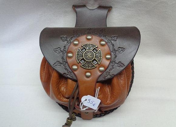 10 escarcelle avec une croix celtique