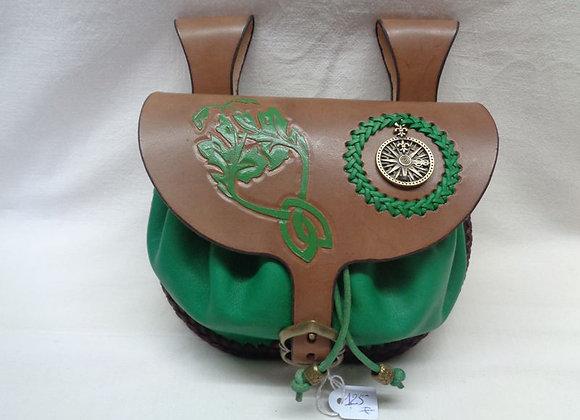8 escarcelle marron et verte , feuillage celtique