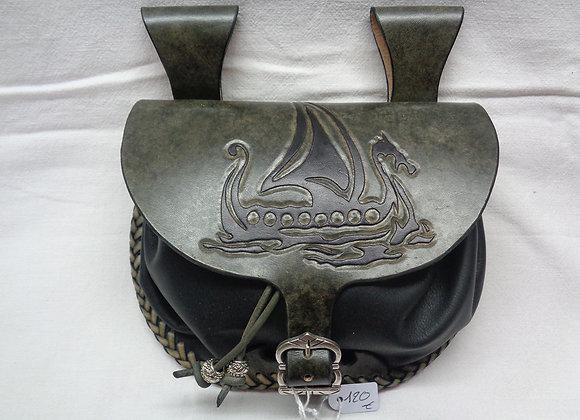 31 Escarcelle Couture tressage lacet cuir - Dessin Drakkar en repoussage