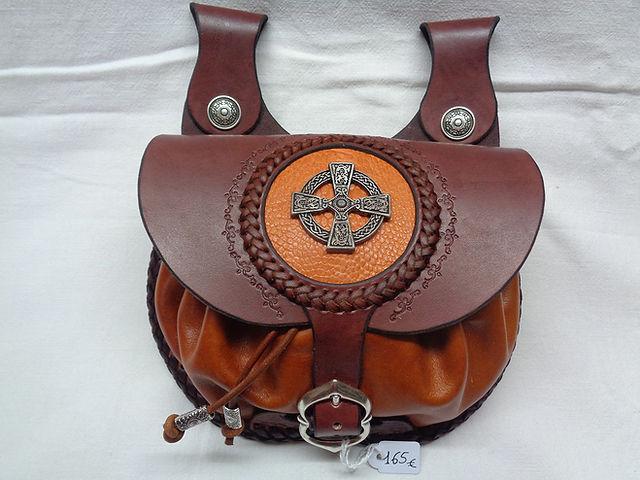 escarcelle-croix-celtique-cuir-kangourou