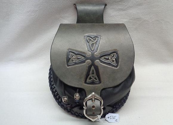 12 escarcelle avec croix celtique