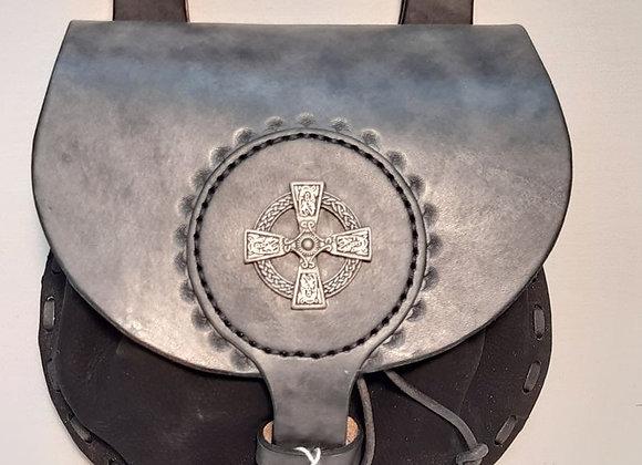 79 escarcelle avec croix celtique
