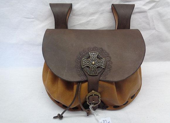 70 escarcelle avec une croix celtique
