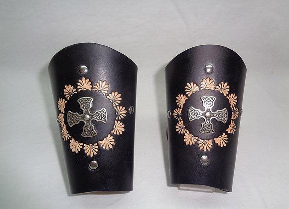 Paire de bracelets forme médiévale