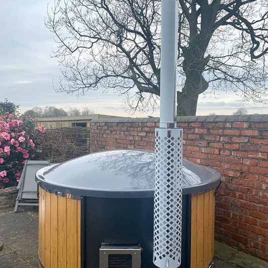A lovely tub in a wonderful garden in Cheshire