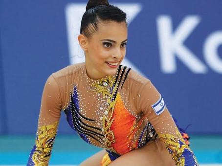 Linoy Ashram ganha duas medalhas de ouro no campeonato mundial de ginástica