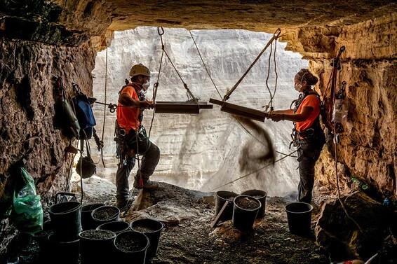 Novos manuscritos do mar morto descobertos em cavernas do deserto da Judéia