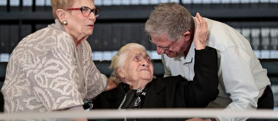 Sobreviventes do holocausto se reuniram com sua socorrista pela primeira vez