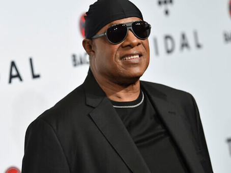 Stevie Wonder recebe o prestigioso Prêmio Wolf de Israel