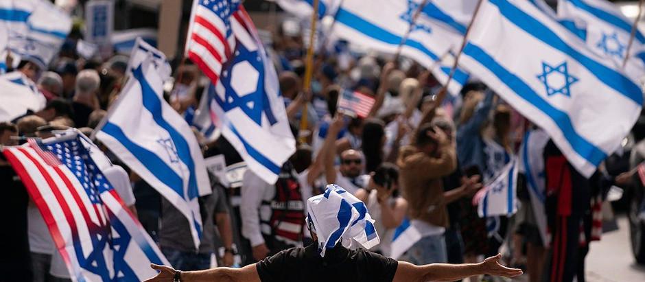 Para enfrentar o             antisemitismo,   é hora      dos judeus se unirem e agirem