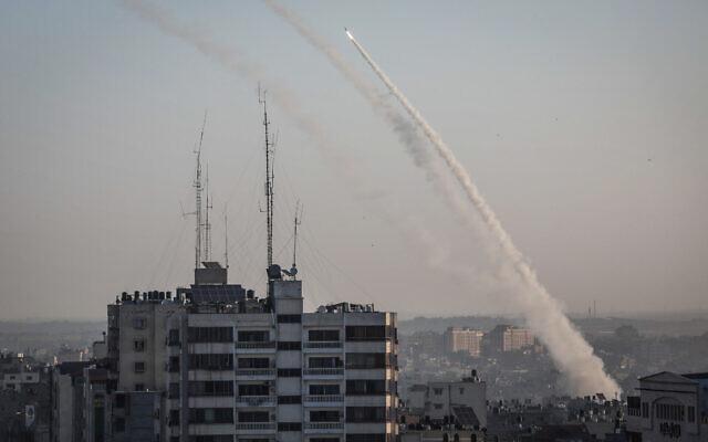 Grupo Terrorista Hamas Lança Foguetes Contra Israel