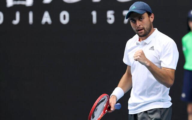 O tenista russo-israelense Aslan Karatsev vence Dubai Open, seu primeiro título