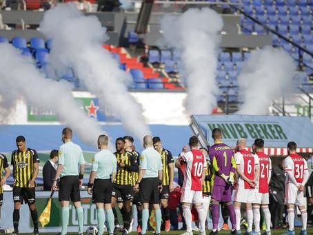 """Fãs de futebol holandeses entoam """"Hamas, judeus para o gás"""" antes da partida do Ajax"""