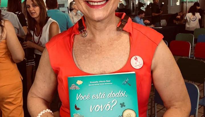 Livro que fala sobre câncer é escrito pela avó em parceria com a neta