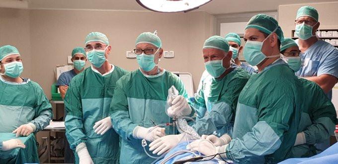 O primeiro implante de 'menisco artificial' do mundo em Israel