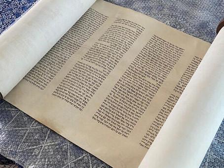 Torá retornou à comunidade judaica holandesa 80 anos depois de ter sido escondida dos nazistas