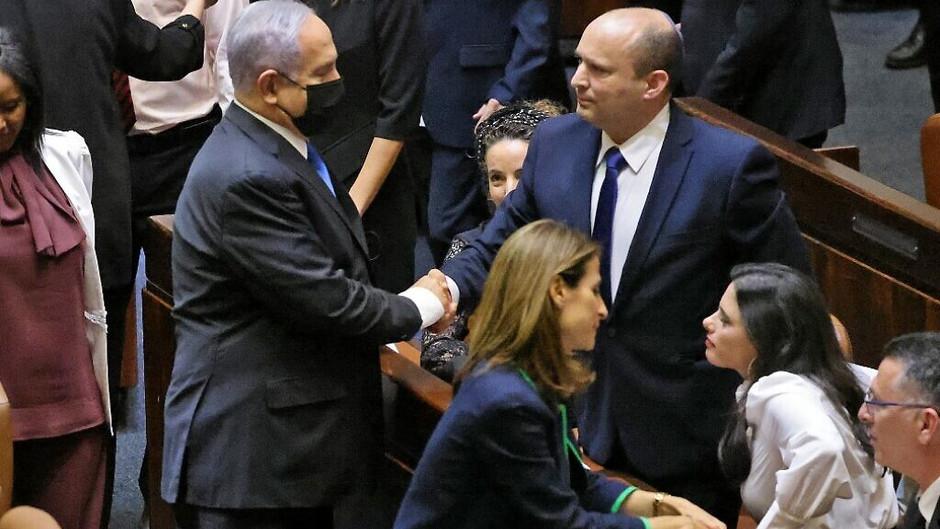 Uma nação de apertos de mão sem máscara: esperança inspiradora, Israel sai do modo COVID