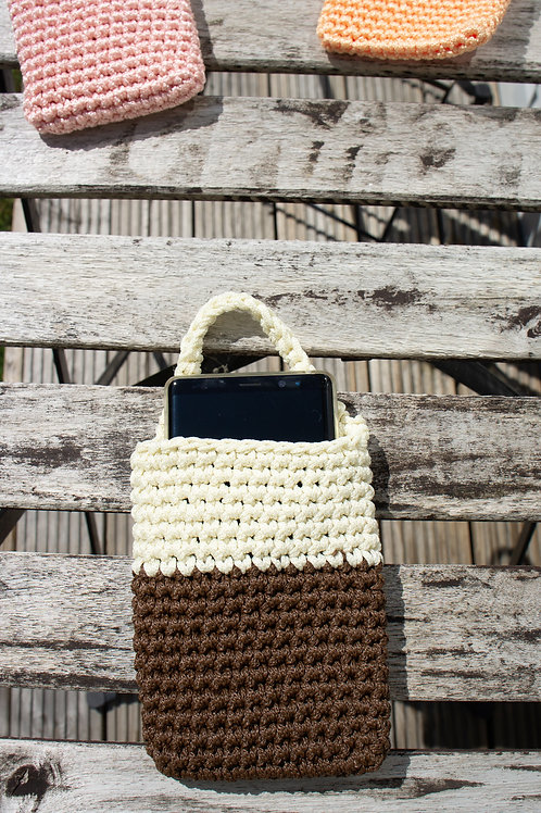 Crochet phone charging sleeve, carrier (model2)