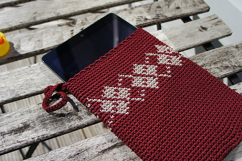 Elegant interlocking pattern crochet tablet sleeve