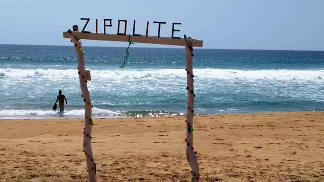 Access to this beach / ACCESO A ESTA PLAYA