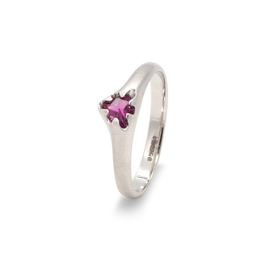"""Victoria"" ring small with rhodolite"