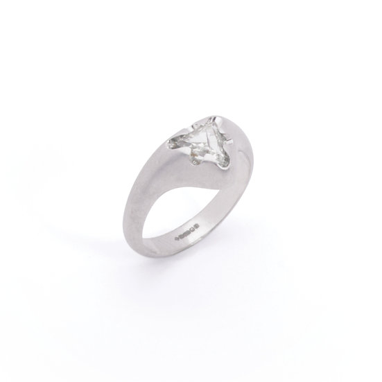 """Victoria"" ring with diamond"