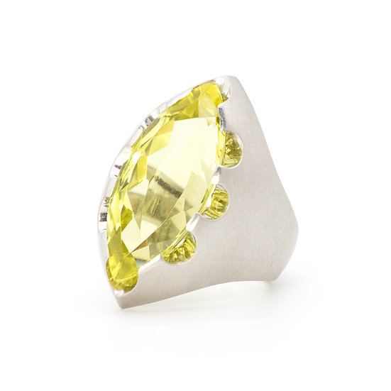 """Victoria"" ring with lemon citrine"