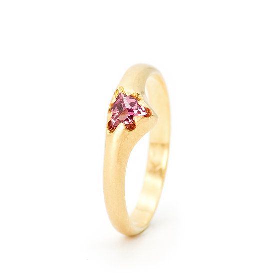 """Victoria""ring small with rhodolite garnet"