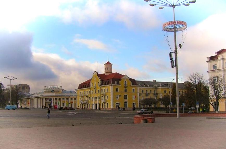 Чернигов площадь - фото