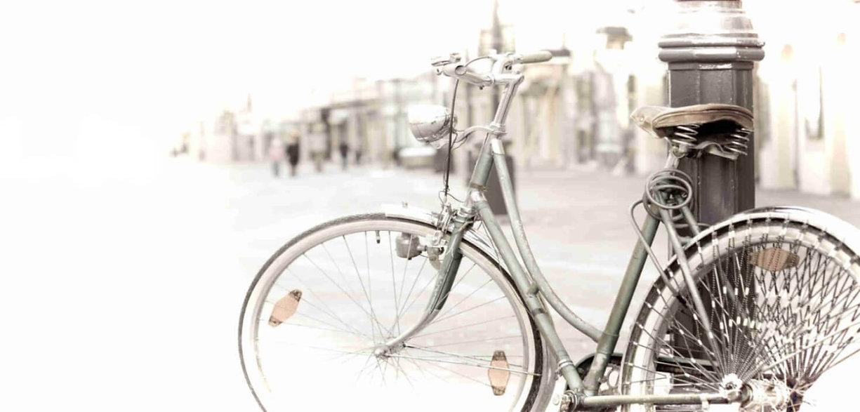 velosiped na ulitce.jpg