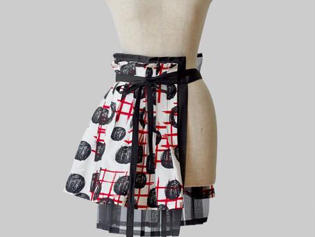 他にはあまりないアイテム Inexact Apron Skirt の紹介です