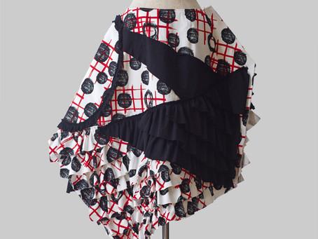 TISSU ROUGE の定番アイテム Inexact Skirtの紹介です
