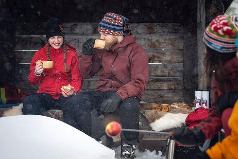 Winter_Grill_Picnic_fotoAnnaHolm_VisitDalarna.jpg