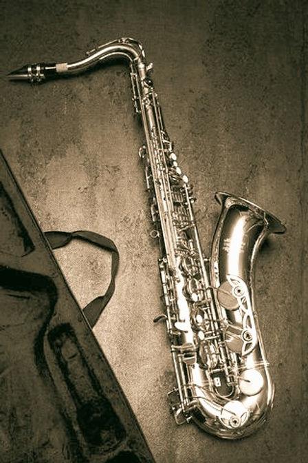 saxophone-1412218__480_edited_edited.jpg